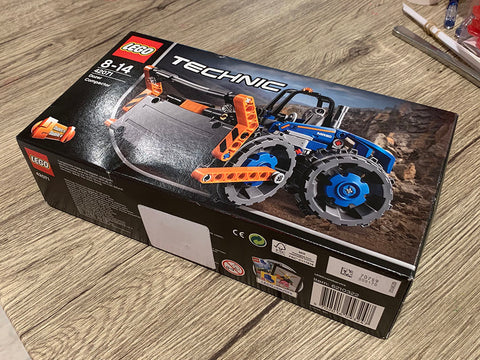 Photo of the box for LEGO kit 42071, a Technic bull dozer