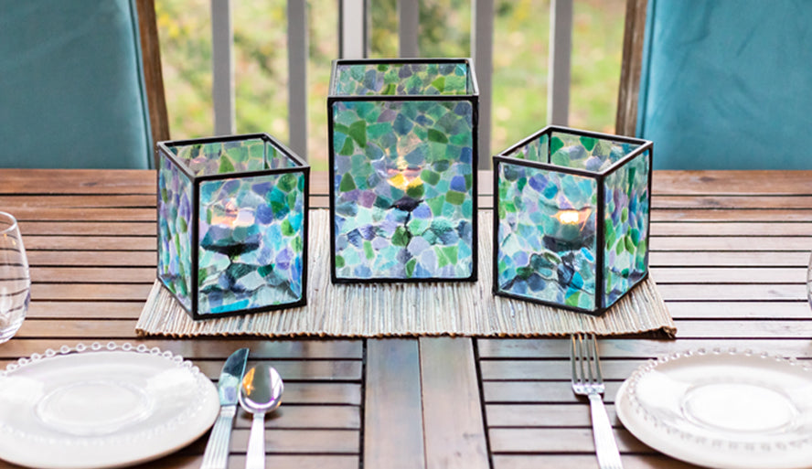 table setting with blue lanterns
