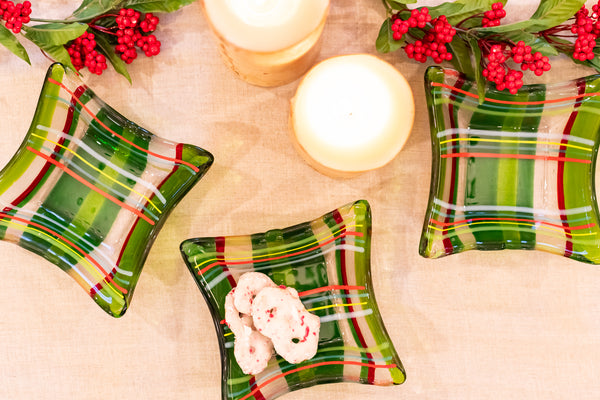 green and red plaid bowls