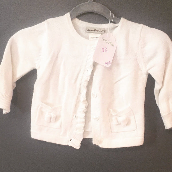White sweet cardigan with bow detail