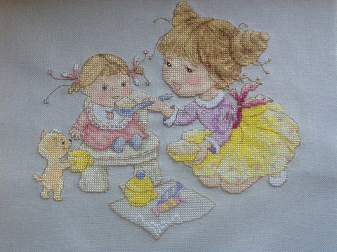 free cross stitch patterns -  Girl and a Doll - www.crossstitchclub.com