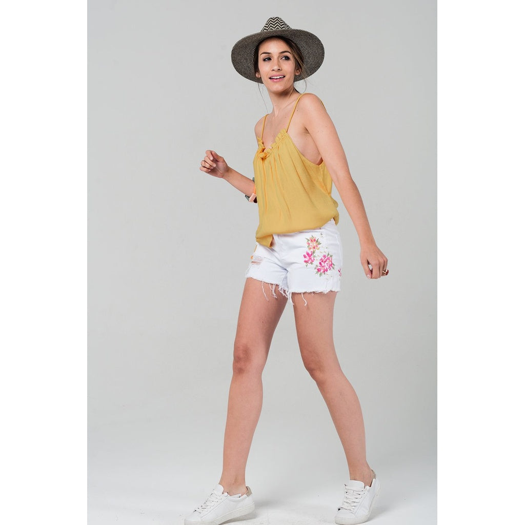 White denim shorts with embroidered flowers - Stylishme