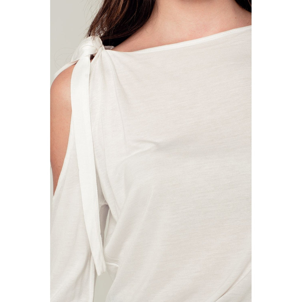 Cold shoulder top in white - Stylishme