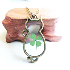 Dried Clover Cat Necklace