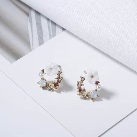 """The white Flower"" Earrings"