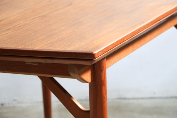 Extendable Teak Dining Table