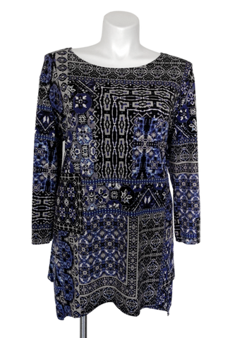 Tunic top for plus sizes to wear with leggings.