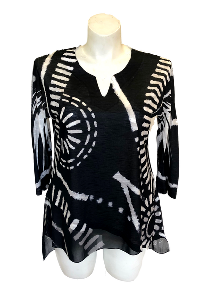 black and white printed v-neck tunic in lightweight chiffon perfect for travel and vacations