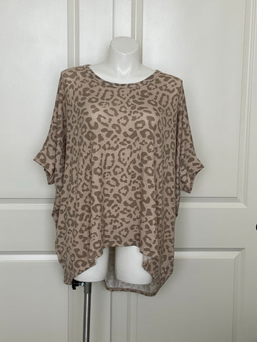 Plus size leopard sweater for curvy women