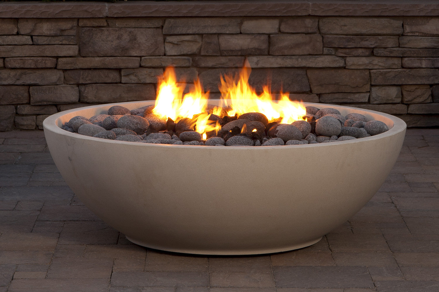 Mezzaluna fire bowl eldorado stone for Eldorado stone fire bowl