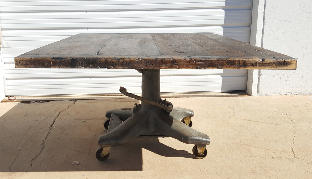 Table with Hydraulic Base