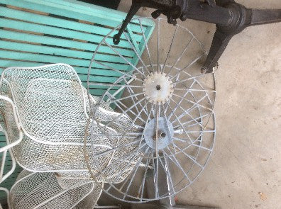 Round metal 3' diam with spokes