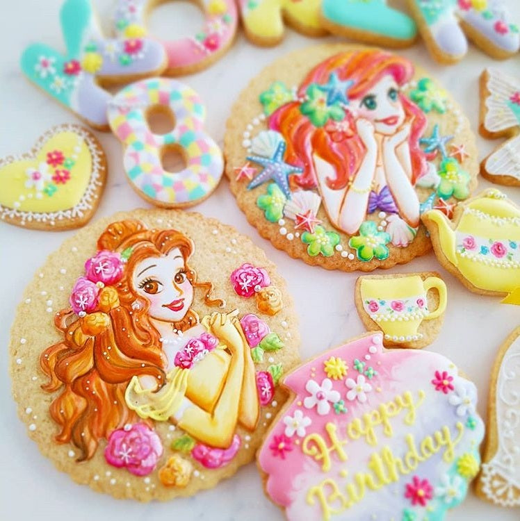 Ariel & Belle Disney Princess Iced Sugar Cookies by @pommecocoa featured on TheIcedSugarCookie.com #arielcookies #bellecookies #arielsugarcookies #bellesugarcookies #theicedsugarcookie #disneyparty #arielparty #belleparty #decoratedsugarcookies
