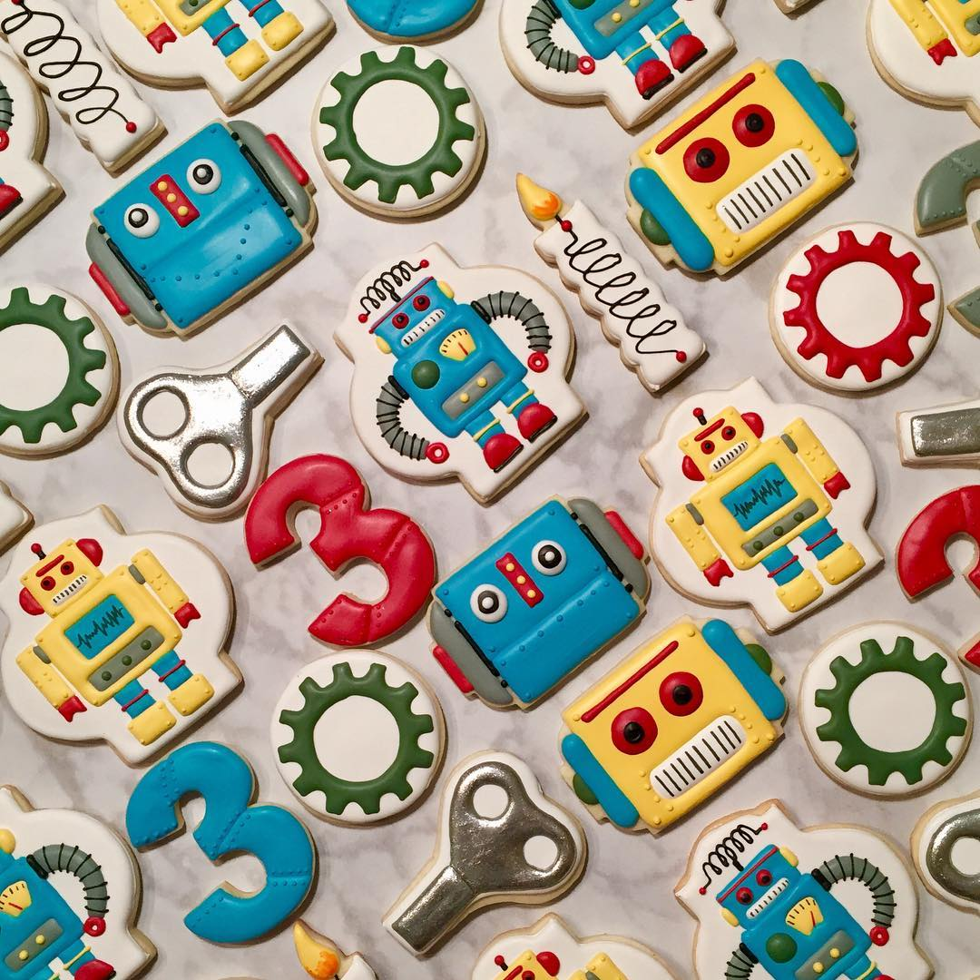 Retro Robot Birthday Party Iced Sugar Cookies by @blueberryhillcookieco featured on TheIcedSugarCookie.com #robotcookies #robotsugarcookies #robotparty #robotbirthday #theicedsugarcookie #sugarcookies #decoratedcookies