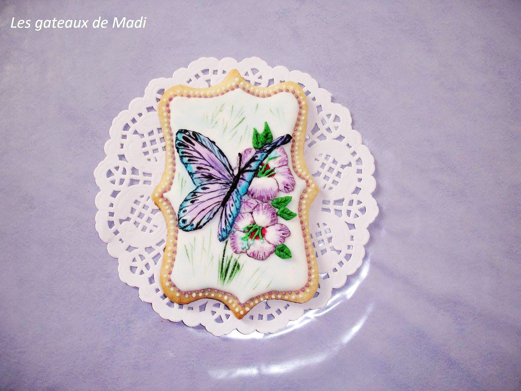 Butterfly Spring  Iced Sugar Cookies by Les gateaux de Madi featured on TheIcedSugarCookie #cookies #sugarcookies #decoratedcookies #cookieart #butterflycookies