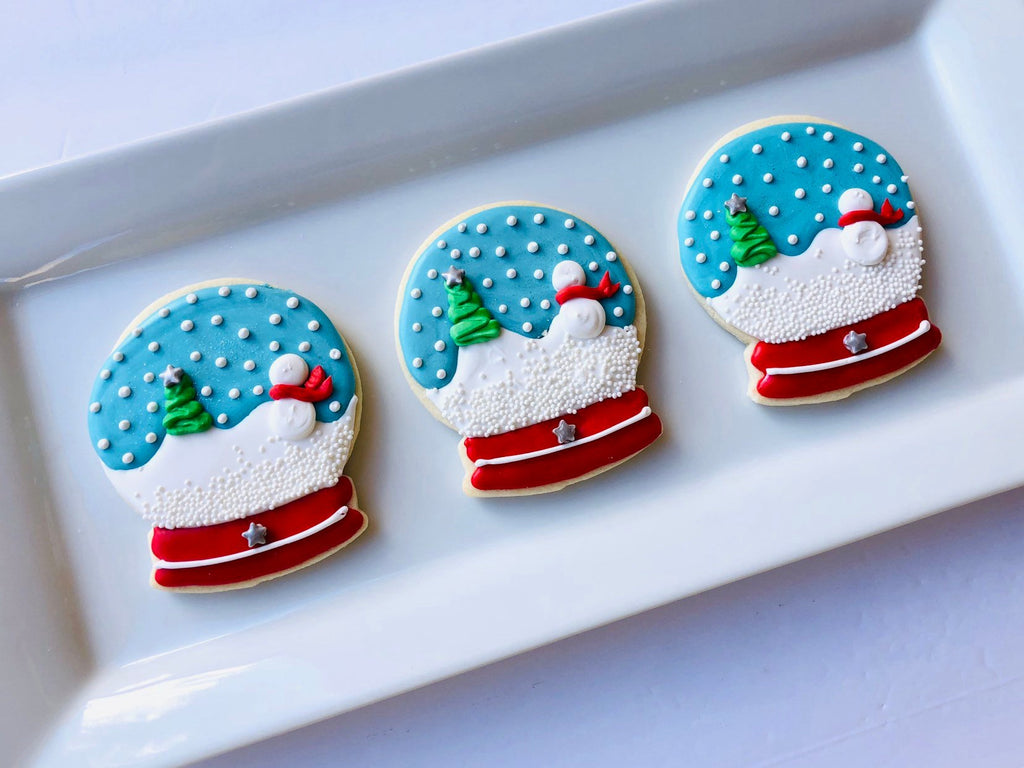 "Christmas Snow Globe Iced Sugar Cookies by ""Cookies By Julia"" featured on TheIcedSugarCookie.com #christmascookies #snowglobecookies #sugarcookies #christmas #decoratedcookies"