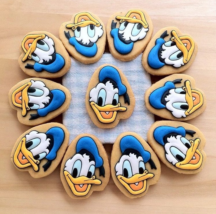 Donald Duck Birthday Party Iced Sugar Cookies by @sellynat18 featured on TheIcedSugarCookie.com #donaldduckcookies #donaldduck #sugarcookies #cookies #decoratedcookies #royalicingcookies #theicedsugarcookie