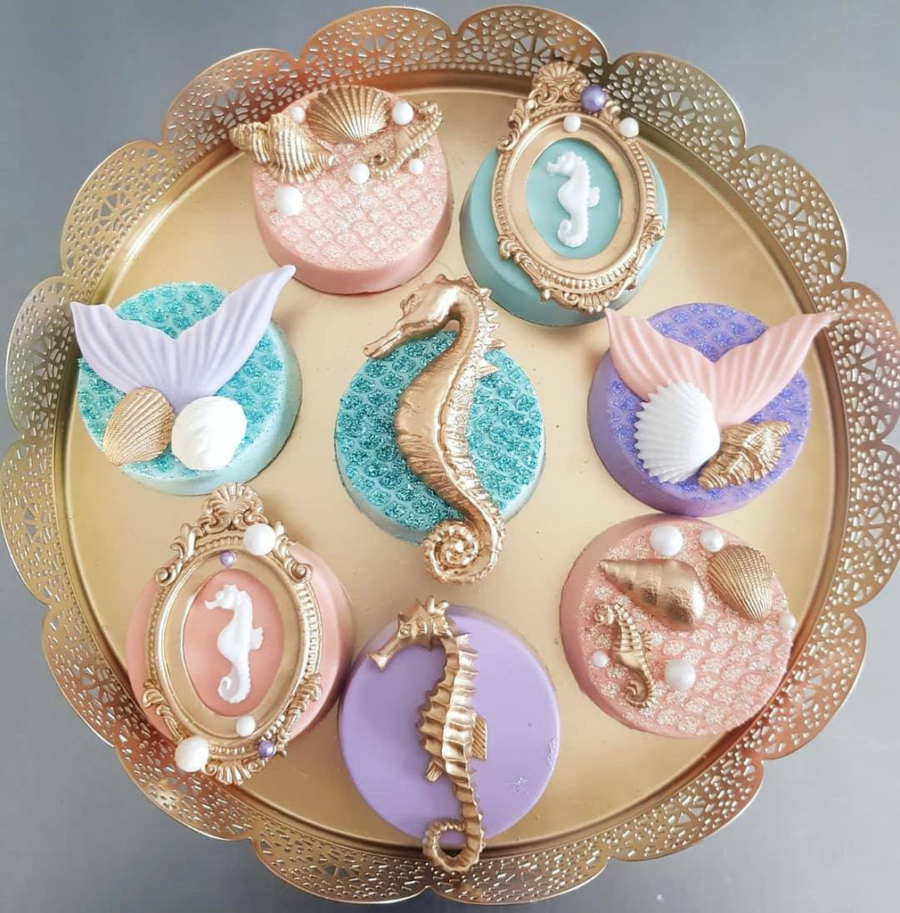 Mermaid Unicorn Birthday Party Chocolate Covered Oreos Cakes Cupakes Macarons The Iced Sugar Cookie by Taartje van lot #mermaid #unicorn #mermaidcupcakes #unicorncupcakes