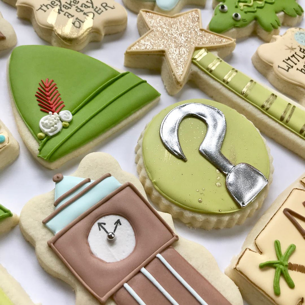 Peter Pan Birthday Party Iced Sugar Cookies by @dappercookie featured on TheIcedSugarCookie.com #peterpancookies #peterpanparty #peterpan #sugarcookies #decoratedcookies #theicedsugarcookie