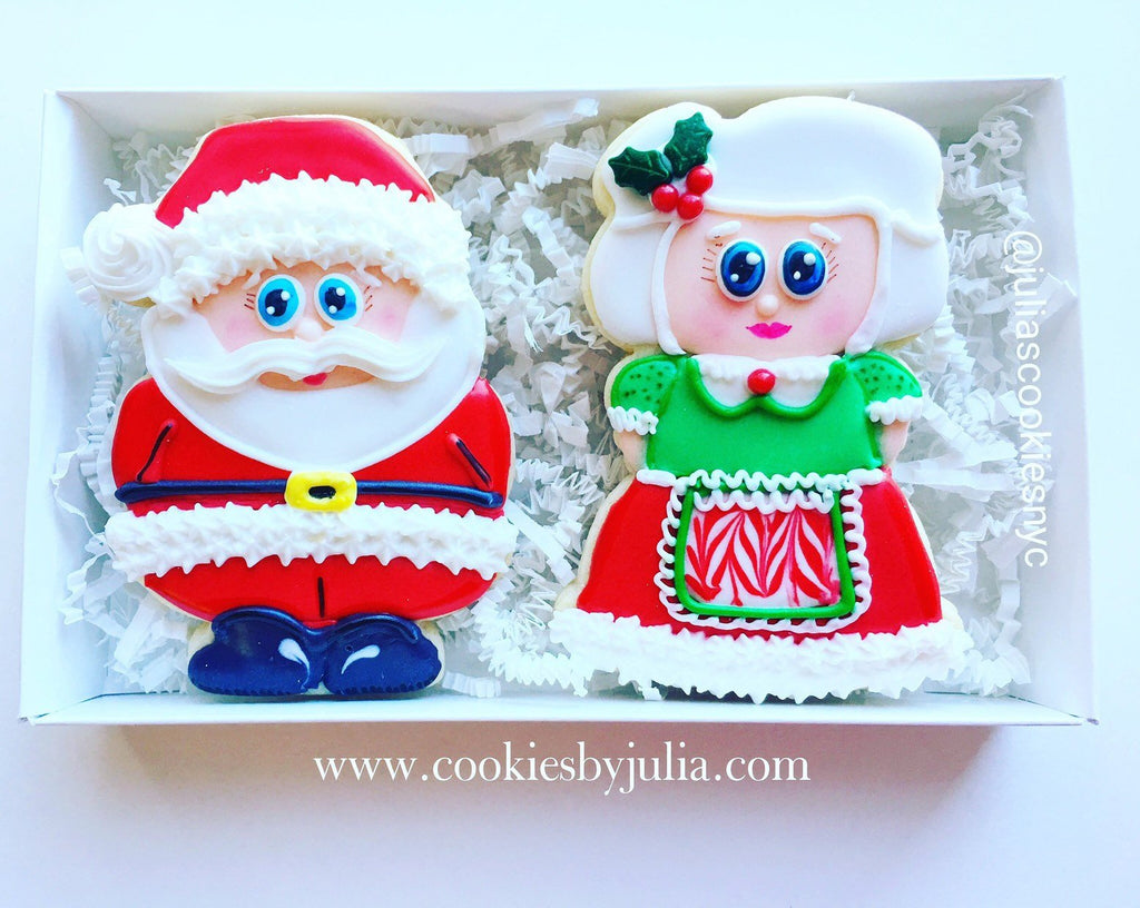 Santa Claus and Mrs. Claus Decorated Iced Sugar Cookies by @cookiesbyjulia featured on TheIcedSugarCookie.com #santaclauscookies #santaclaus #santacookies #santa #christmas #christmascookies #christmassugarcookies #theicedsugarcookie #decoratedsugarcookies