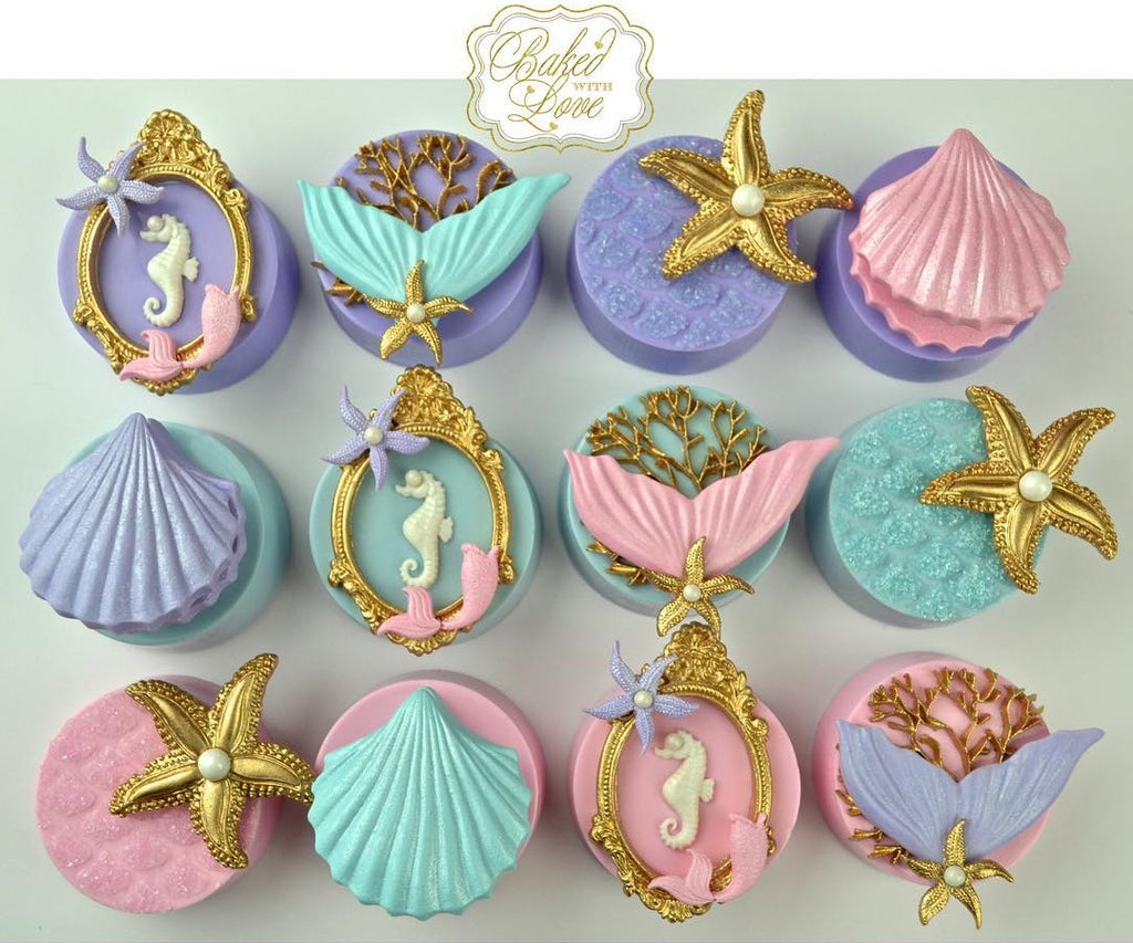 The Little Mermaid Birthday Party Chocolate Covered Oreos by @_bakedwithlove_ featured on TheIcedSugarCookie.com #mermaidparty #mermaidoreos #mermaidbirthday #mermaidbirthdayparty #mermaidpartryideas #theicedsugarcookie