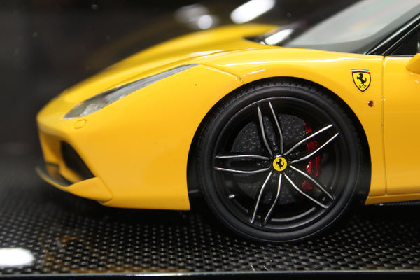 MR Collection 1:18 Ferrari 488 GTB (Giallo Modena) CARBON BASE (Exclusive to Special Operation Models 25 pcs)