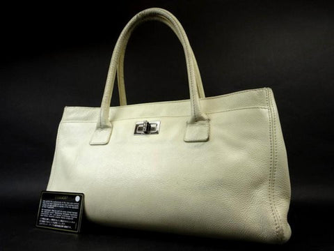 Chanel Ivory Reissue Cc Caviar Cerf Executive 216076 White Tote Bag