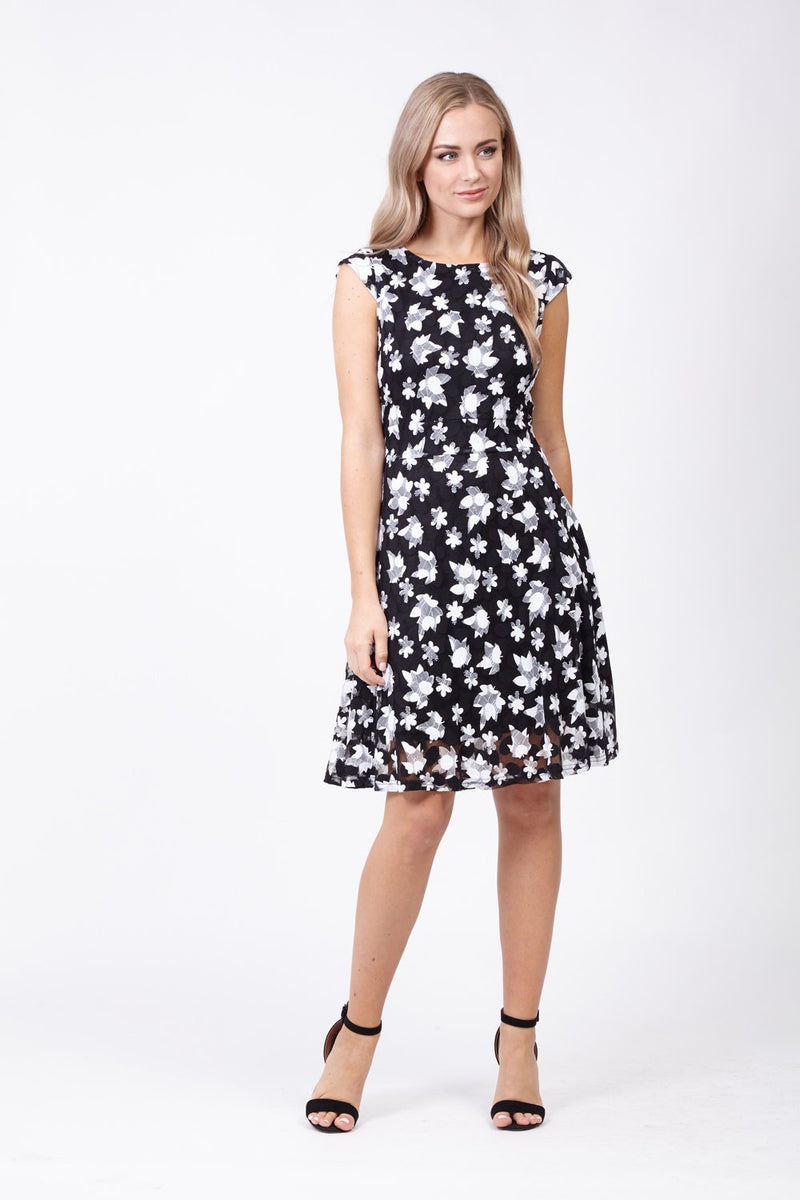 Blurred Daisy Dress - Izabel London