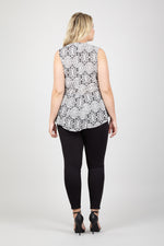 Curve Mosaic Pephem Top - Izabel London