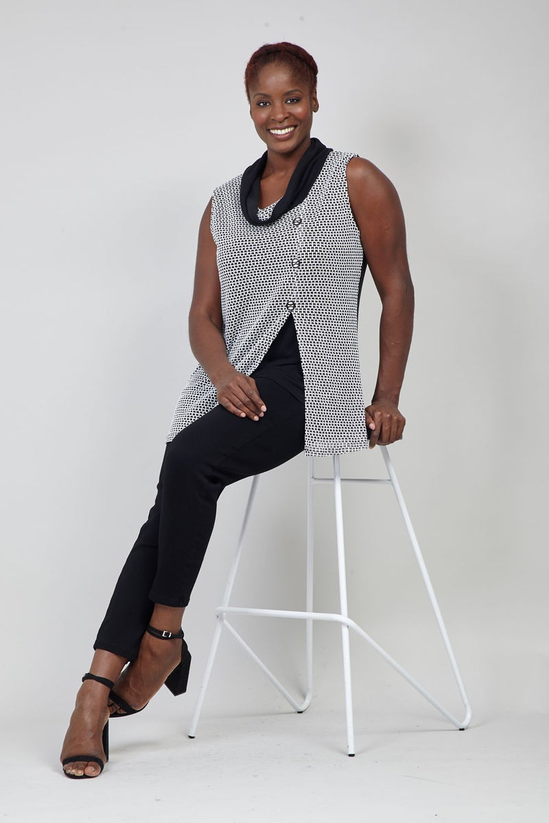 Black And White | Curve Geo Knit Tunic Top