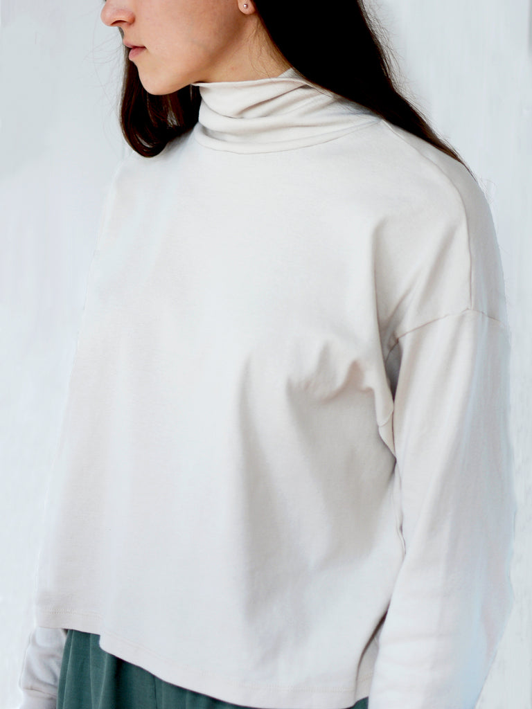 Wide Cropped Turtleneck - Cream Rib