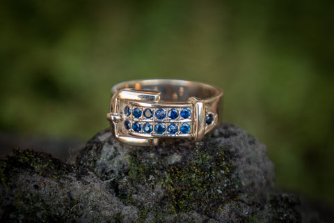 Buckle Ring - 9ct Gold - 13 Sapphires