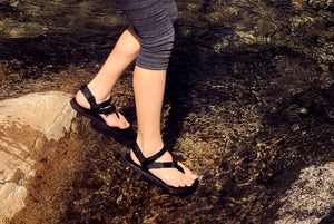 Kid creek walking in Shamma Little MGs sandals