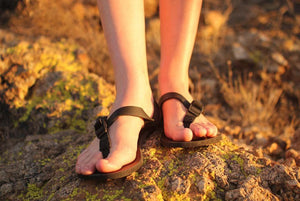 Shamma Sandals All Blacks women's toes front view on rocks