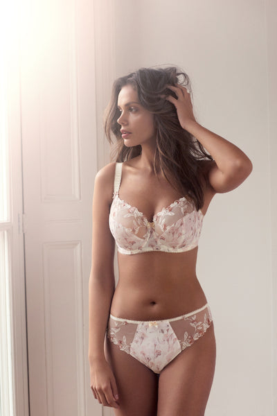 Fantasie-Lingerie-Alicia-Ivory-Side-Support-Bra-FL9142IVY-Brief-FL9145IVY-Lifestyle