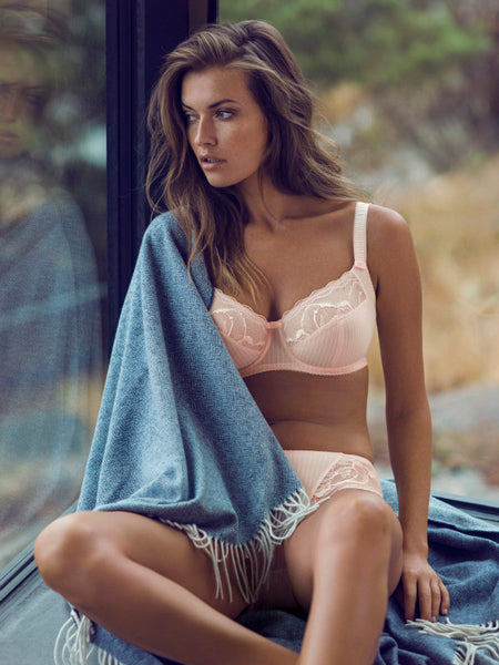 Fantasie-Lingerie-Zoe-Petal-Pink-Side-Support-Bra-FL9262PEL-Brief-FL9265PEL-Lifestyle