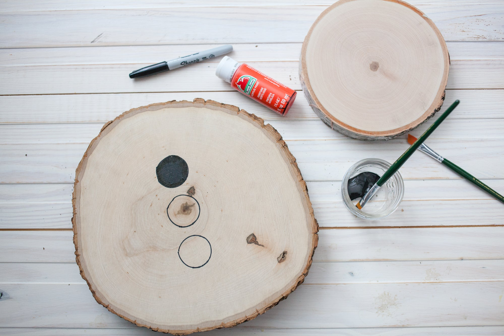 How to make a DIY snowman with wood rounds