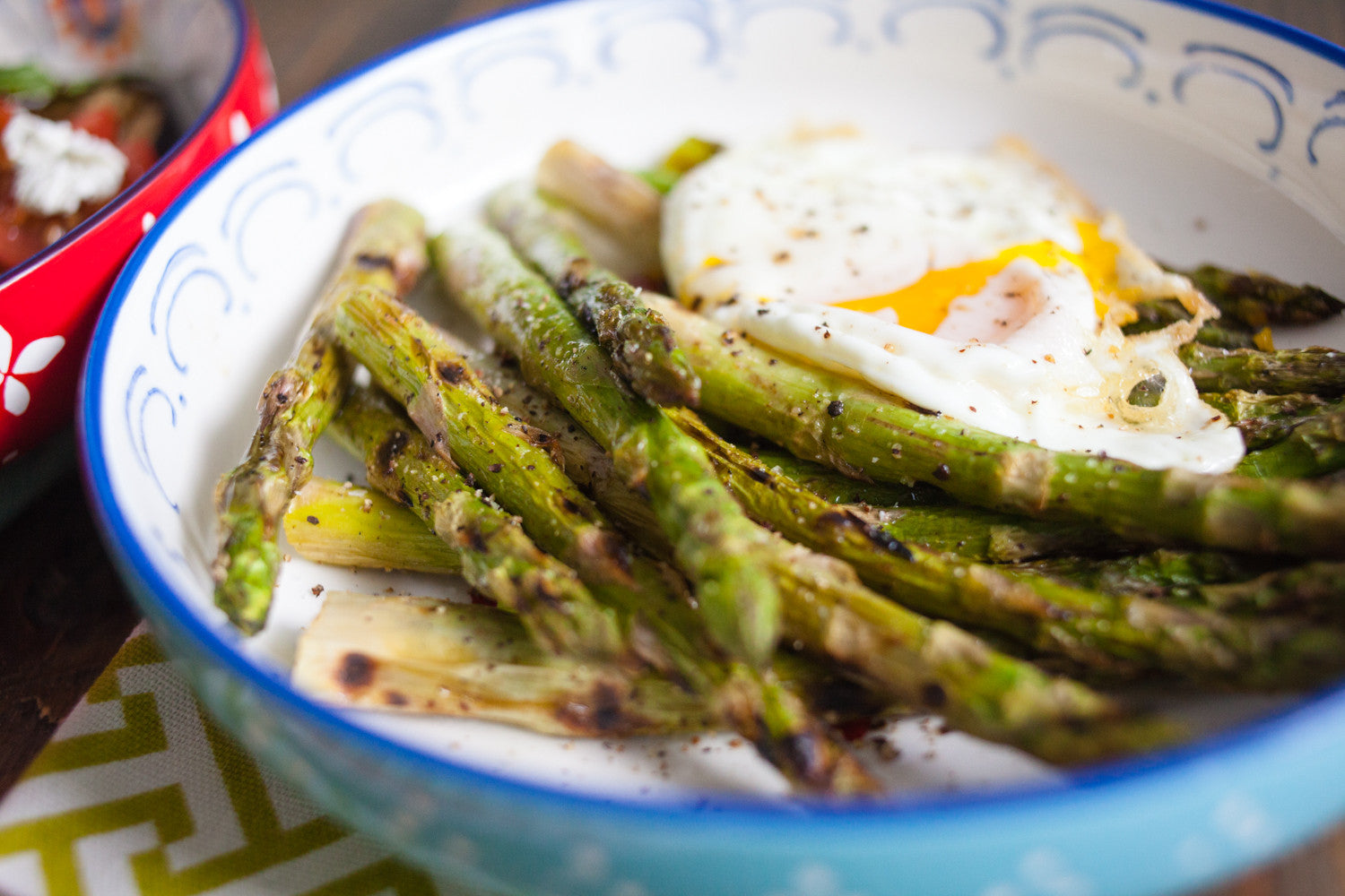 Summer Salad: Grilled Asparagus with Fried Egg