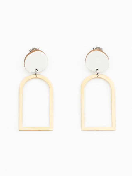 Arch earring white