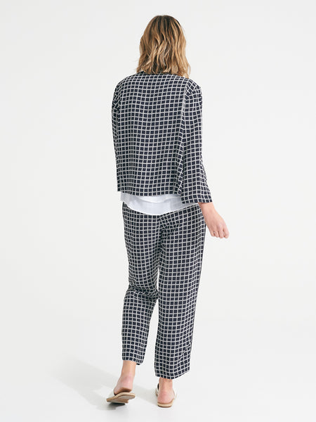 Byron pant contrast check