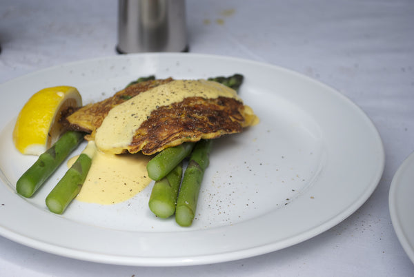Whitebait with Asparagus and Hollandaise Sauce