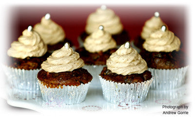 CHRISTMAS CUPCAKES WITH CINNAMON FROSTING