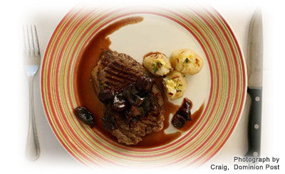 RED WINE AND CARAMELIZED SHALLOT SAUCE