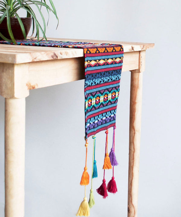 Swinging Tassel Runner