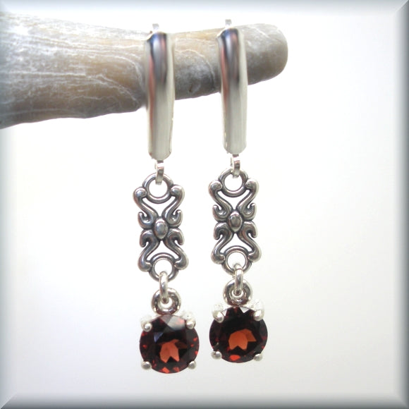round garnet stones set in sterling silver with rope accent