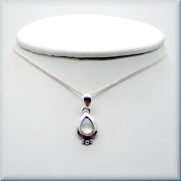Moonstone cabochon necklace in sterling silver