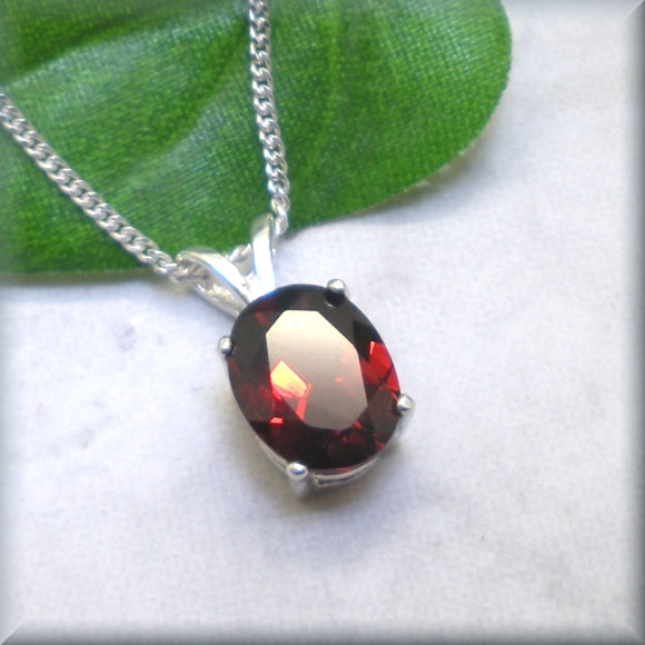 Garnet necklace in sterling silver