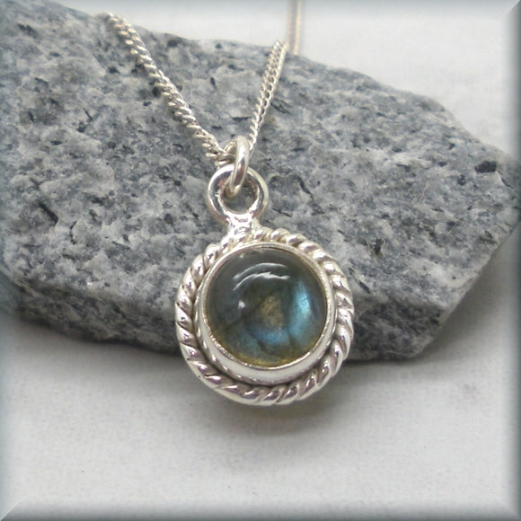 Lovely labradorite cabochon necklace
