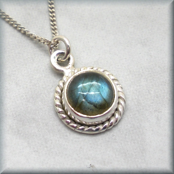 Labradorite gemstone in sterling silver rope detailed setting