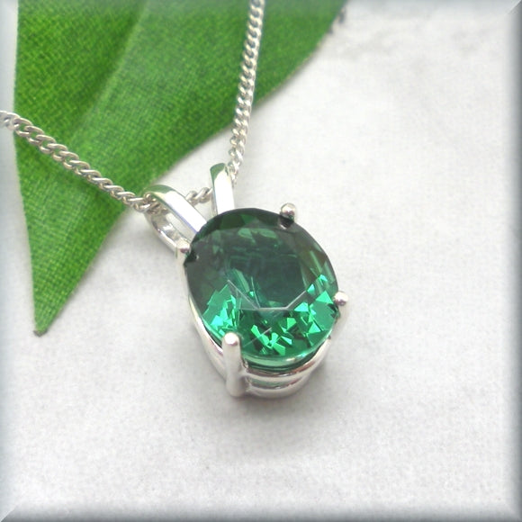 Oval cut emerald necklace